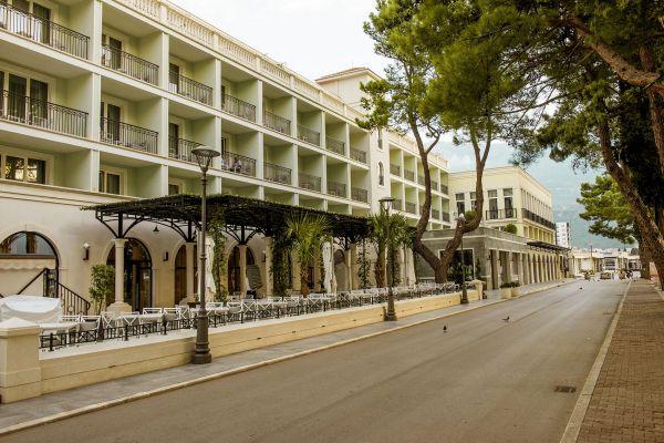hotel-budva-jpg004219A4767-3B21-6A4D-8A49-37386B5CF89C.jpg